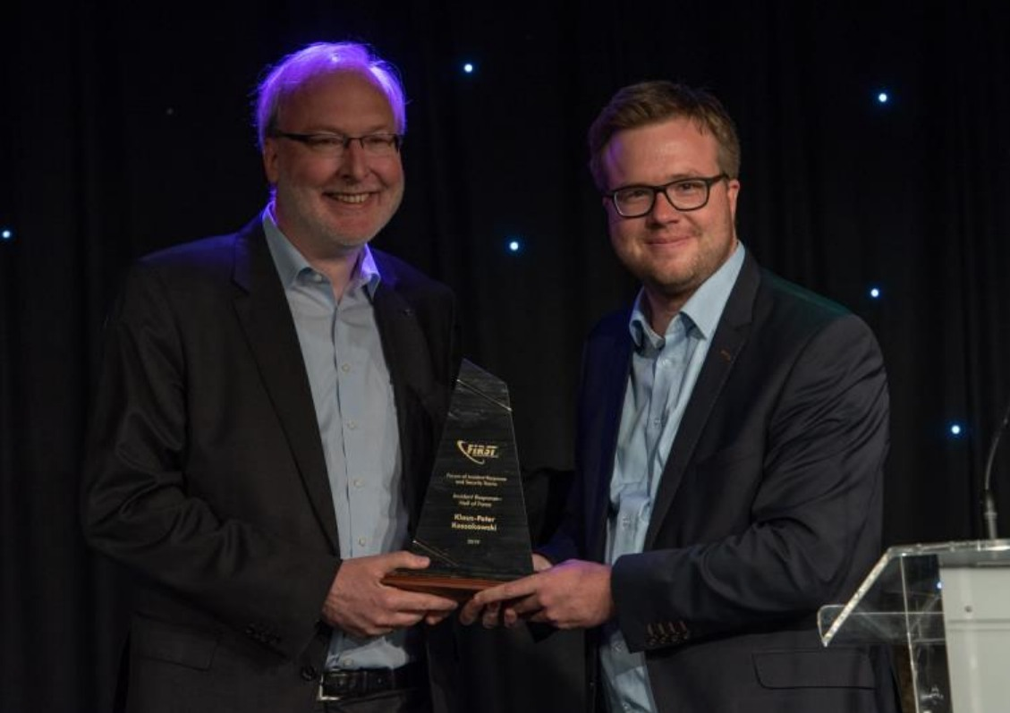 Prof. Dr. Klaus-Peter Kossakowski (left) honored as the inaugural inductee of The Incident Response Hall of Fame